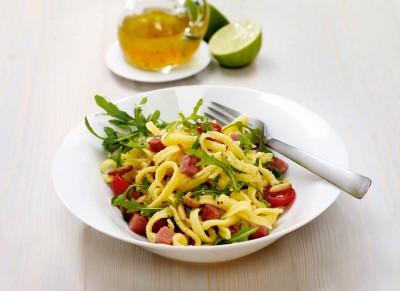 Bunter Spätzle-Salat