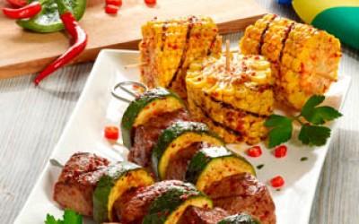 Brasilianische Kærgården Rindfleisch-Zucchini-Spieße