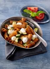 Tomate-Basilikum Nudeln mit Mozzarella