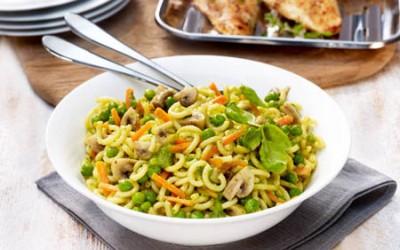 Nudelsalat mit Basilikum-Pesto