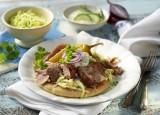 Putengyros mit Tsatsiki und Krautsalat