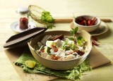 Pho Bo Suppe mit Hähnchen und Reisbandnudeln