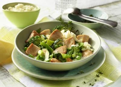 Grünes Hähnchen-Curry mit Blumenkohlreis und Kokosmus