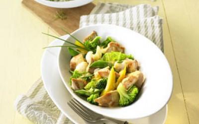 Pikantes Puten-Curry mit jungem Gemüse