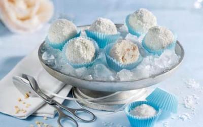Kokos-Eispraline mit Mandeln