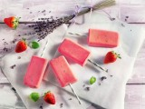 Erdbeer-Lavendel-Eis mit Zitronenmelisse