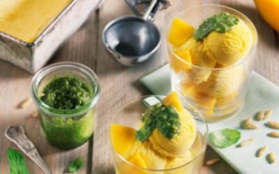 Mango-Maracuja-Eis mit Minz-Pesto