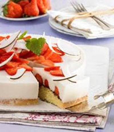Joghurt-Torte mit Erdbeeren
