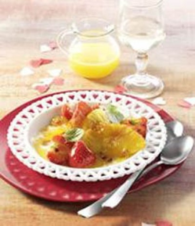 Erdbeeren mit rosa Pfeffer an Orangen-Prosecco-Sauce