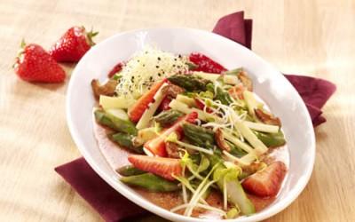 Sommerlicher Erdbeer-Caractère-Salat
