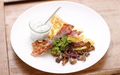 Speck-Omelette mit Pilze und Kräuterschmand
