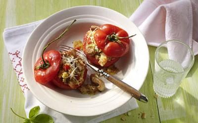 Gefüllte Grill-Tomaten mit Hähnchen und Couscous