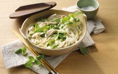 Grünes Hähnchen-Curry mit Reisnudeln