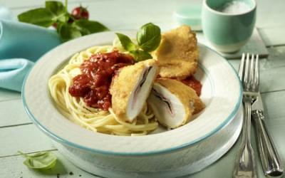 Gefüllte Hähnchenschnitzel in Ei-Parmesan-Hülle