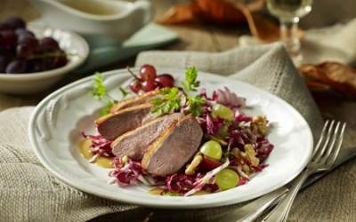 Gebackene Entenbrust an Radicchio-Trauben-Salat