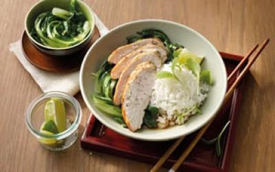 Ingwer-Limetten-Huhn auf Pak Choi und Reis