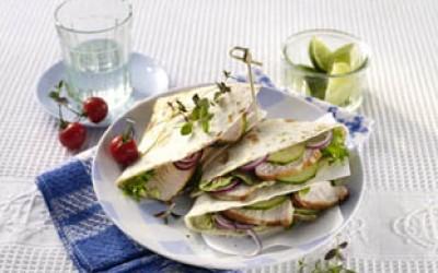 Puten-Tortillasandwich mit Kräutersalat