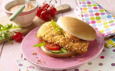 Burger mit Hähnchen-Knusperschnitte