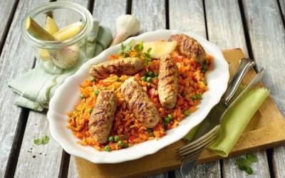 Würzige Puten-Cevapcici mit Paprika-Reis