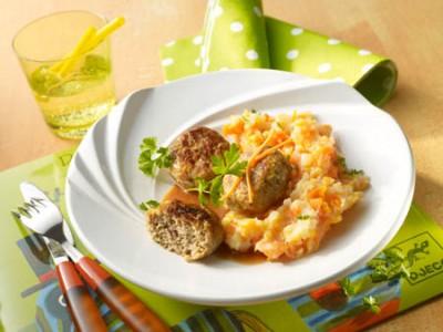 Kleine Putenfrikadellen mit Kartoffel-Möhren-Stampf