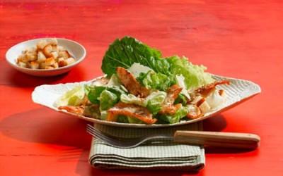 Caesar Salad mit Putenstreifen
