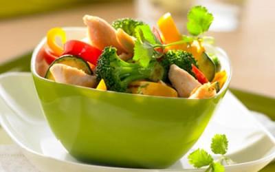 Hähnchenbrustsalat mit Gemüse