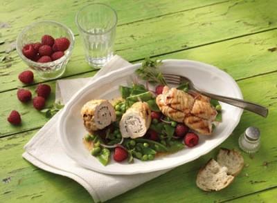 Zuckerschotensalat mit Himbeeren und Rouladen