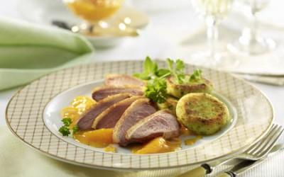 Entenbrust à l'orange mit Kartoffel-Kräuter-Talern