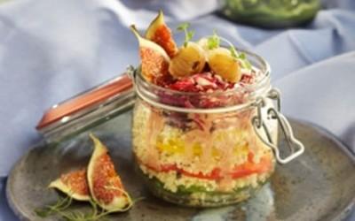 Couscous-Paprika-Schichtsalat mit Feigen-Vinaigrette