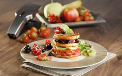 Süßes Pancake Früchte Türmchen