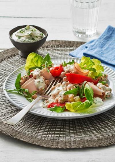 Kichererbsen-Salat mit Gervais Kräuterquark und Putenschinken