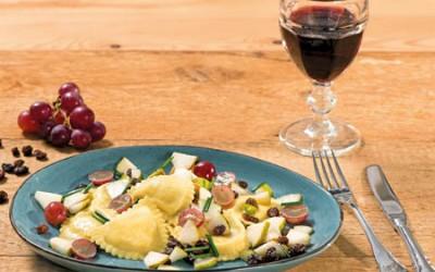 Mezzelune 4 Formaggi mit Birnen und Trauben