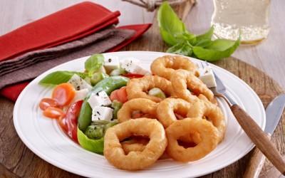 Gebackene Calamares an Kartoffel-Lauch-Pfanne
