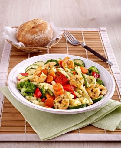 Gourmet Garnelen Provence an lauwarmem Nudel-Antipasti-Salat