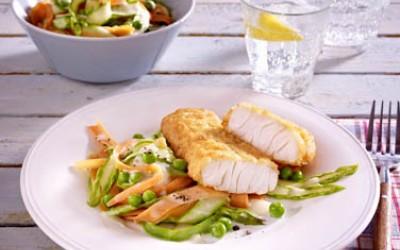 Filegro Traditioneller Ofen-Backfisch auf bunten Gemüsenudeln