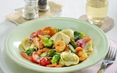 Tortelloni-Spargelpfanne mit Gourmet Garnelen