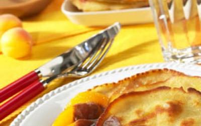 Aprikosen-Buttermilch-Pfannkuchen