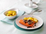 Lachsfilet mit Honig-Kürbiskern-Kruste zu Safrankartoffeln