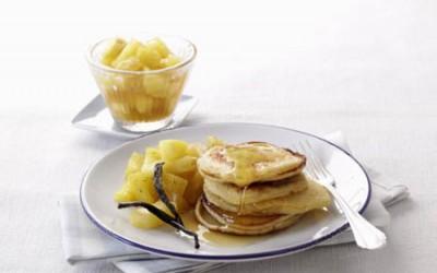Pancakes mit in Honig glasiertem Ananas-Kompott