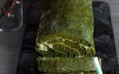 Matcha-Biskuitrolle mit Zitronencreme und Limettencurd