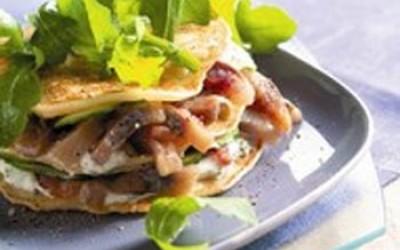 Blini-Sandwich mit Matjes