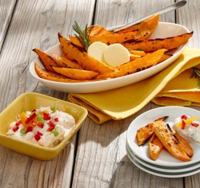 Gegrillte Süßkartoffelspalten mit Aprikosen-Paprika-Dip