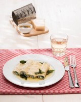Ricotta-Spinat-Cannelloni mit Salbeibutter