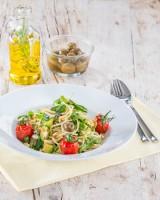 Spaghetti mit Avocado, Oliven und Rucola
