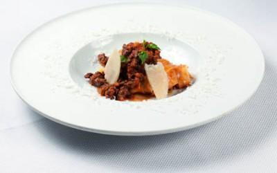 Tajarin mit Neuseelandhirsch-Bolognese