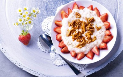 Mandelmilchreis mit Erdbeeren