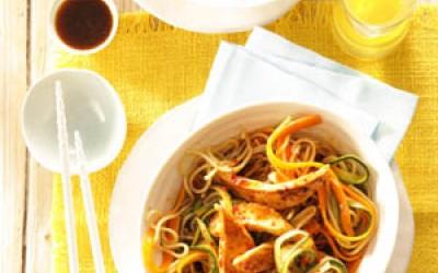 Gebratene Mie-Nudeln mit Poulardenbrust und Gemüse