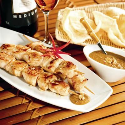 Sate-Spießchen mit Kokos-Erdnuss-Sauce