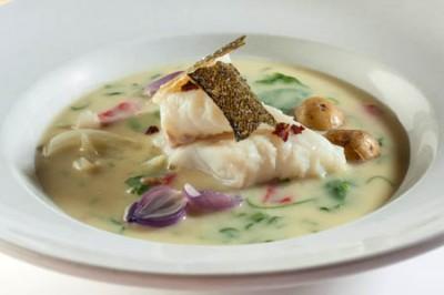 Skrei-Suppe mit gerösteter Paprika und Fenchel