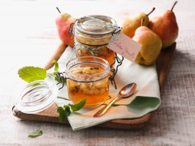 Apfel-Birnen-Konfitüre und Zitronenmelisse